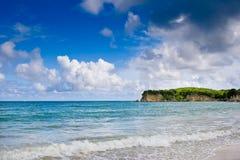 камень неба океана голубой плащи-накидк стоковое фото