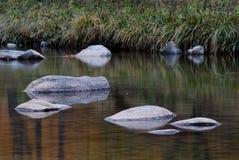 камень перевернутый изображением стоковые фото