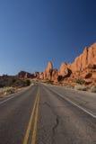 Камень песка вместе с улицей Стоковые Изображения RF