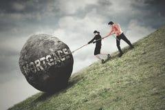 Камень тяги людей с словом ипотеки Стоковое фото RF