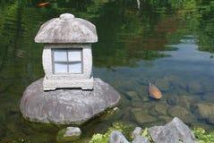 камень фонарика рыб стоковое фото