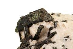 Камень Astrophyllite макроса минеральное на белой предпосылке стоковая фотография