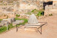 Камень Omphalos в Дэлфи стоковое фото rf
