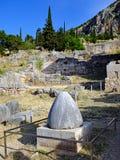 Камень Omphalos, Дэлфи, Греция стоковая фотография