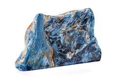 Камень Pietersite макроса минеральное на белой предпосылке стоковые изображения
