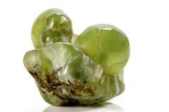 Камень Prehnite макроса минеральное на белой предпосылке стоковые изображения