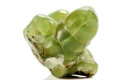 Камень Prehnite макроса минеральное на белой предпосылке стоковые фотографии rf