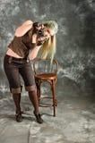 камера введенным в моду steampunk девушки старым экспериментирует Стоковые Фотографии RF