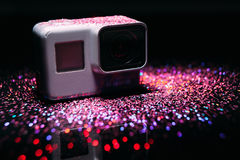 Камера действия ГЕРОЯ 5 GoPro цифровая в sparkles стоковые изображения
