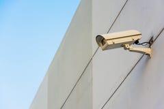 Камера замкнутой цепи на стене Стоковая Фотография RF