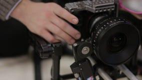Камера и объектив на карданном подвесе видеоматериал