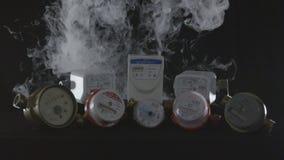 Камера показывает различные современные метры в белом дыме акции видеоматериалы