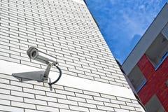 Камера слежения на стене как pr частной собственности Стоковая Фотография RF