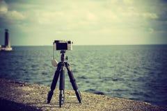 Камера фото на треноге в природе стоковое изображение