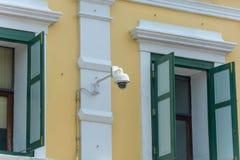 Камера CCTV на стене стоковое изображение rf