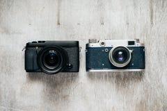 2 камеры - ретро и современной Стоковое Изображение