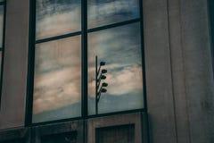 Камеры слежения отраженные в окне Стоковое Изображение