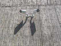 Камеры слежения на серой стене бетонного здания Стоковые Фото