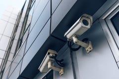 2 камеры слежения на современном здании Стоковое фото RF