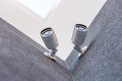 2 камеры слежения на стене, концепции системы безопасности Стоковые Изображения