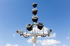 2 камеры слежения против голубого неба Стоковое Фото