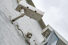 Камеры CCTV увиденные на входе к тюрьме правительства Стоковая Фотография