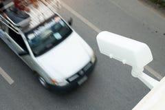Камеры CCTV установленные на дорогу для отчетов о и скорости движения Стоковые Изображения RF