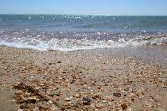 Камешки и волны моря Стоковая Фотография RF