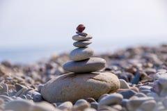 Камешки моря на побережье стоковые изображения