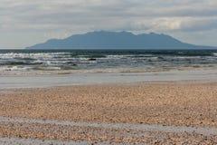 Камешки на пляже залива анкера Стоковые Изображения