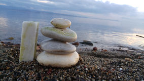 Камешки от большого к малому на пляже взморья Стоковая Фотография