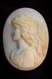 Камея с стороной девушек мать жемчуга стоковые изображения rf