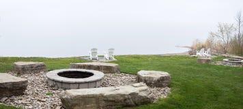 Камин на лагерном костере озера Стоковое Изображение RF