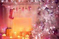 Камин рождества, вися игрушки сердца носка на месте огня, Xmas Стоковое фото RF