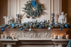 Камин рождества в живущей комнате Стоковые Изображения