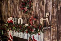 Камин рождества в живущей комнате Стоковое Фото