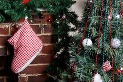 Камин рождества с спрусом ветви Стоковое фото RF