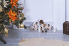 Камин с украшениями рождества Стоковые Фотографии RF