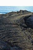 Камни вулканической подачи с океаном Стоковые Изображения RF