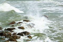 Камни в свирепствуя море Стоковые Фото