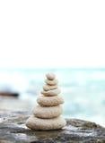 Камни Дзэн, предпосылка океан для совершенного раздумья Стоковая Фотография