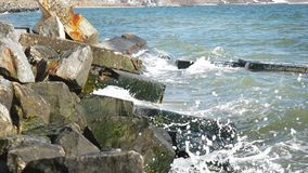 Камни и брызгают акции видеоматериалы