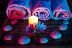 Камни и полотенца daisys свечки Стоковое фото RF
