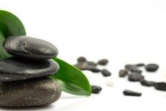 Камни на белизне стоковые фото