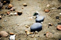 Камни на камешках пляжа Справочная информация Стоковое Изображение