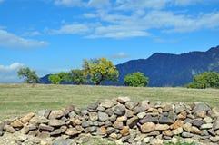 Камни на предпосылке красивого пейзажа в Армении Стоковая Фотография RF