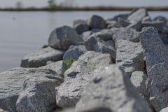 Камни на речном береге Стоковая Фотография