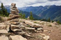 Камни на туристской тропке стоковая фотография rf