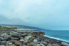 Камни перед морем стоковые изображения