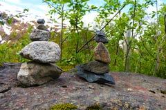 Камни пирамиды из камней на утесе Стоковое Фото
